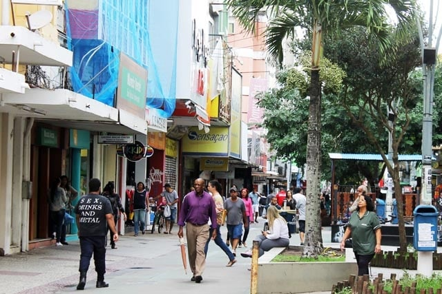 Crise em Macaé 630 comércios fecharam de janeiro até maio de 2017