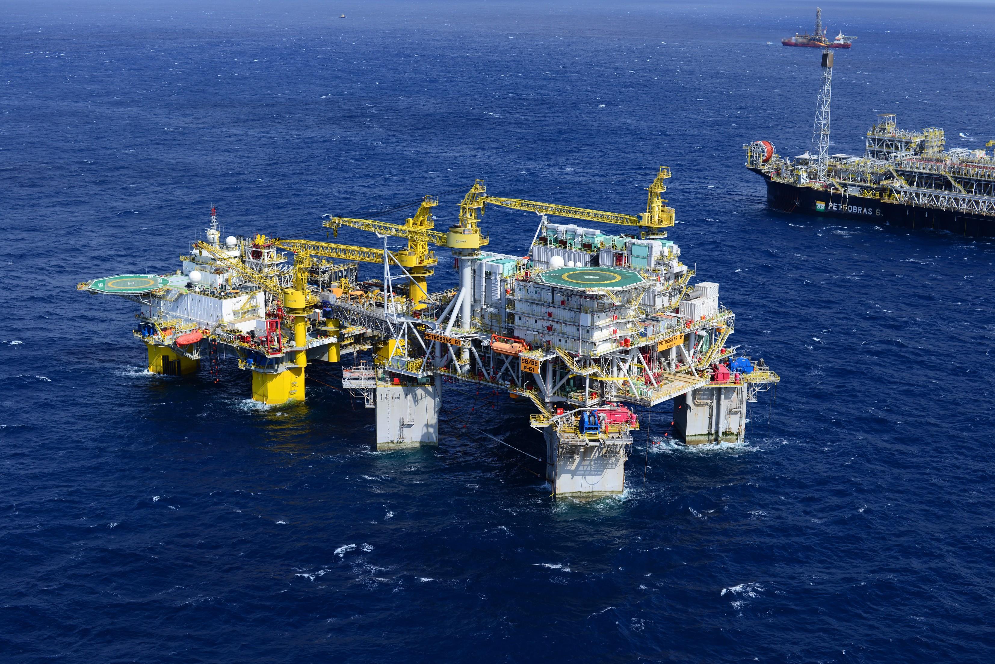 Quatro novas plataformas de petróleo estão chegando na Bacia de Campos