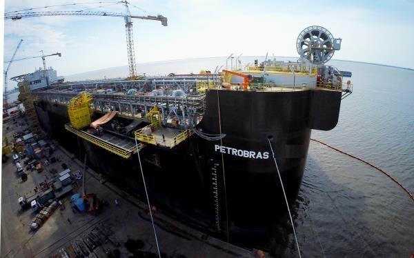 A Petrobras agora pode construir casco no exterior e indústria naval brasileira leva um duro golpe