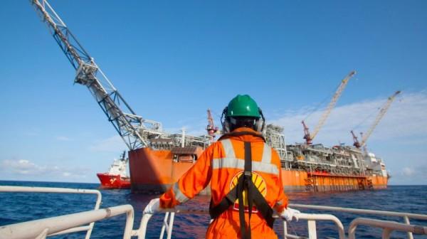 Empresa de Macaé contrata mão de obra offshore