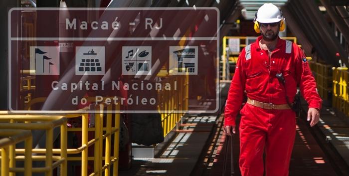 Homem macacão plataforma petróleo macaé offshore