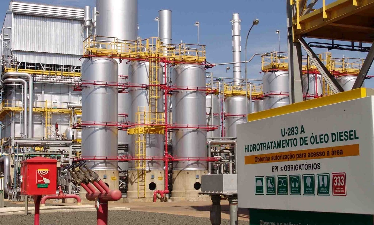 Greve dos caminhoneiros sabota privatização de refinarias da Petrobras