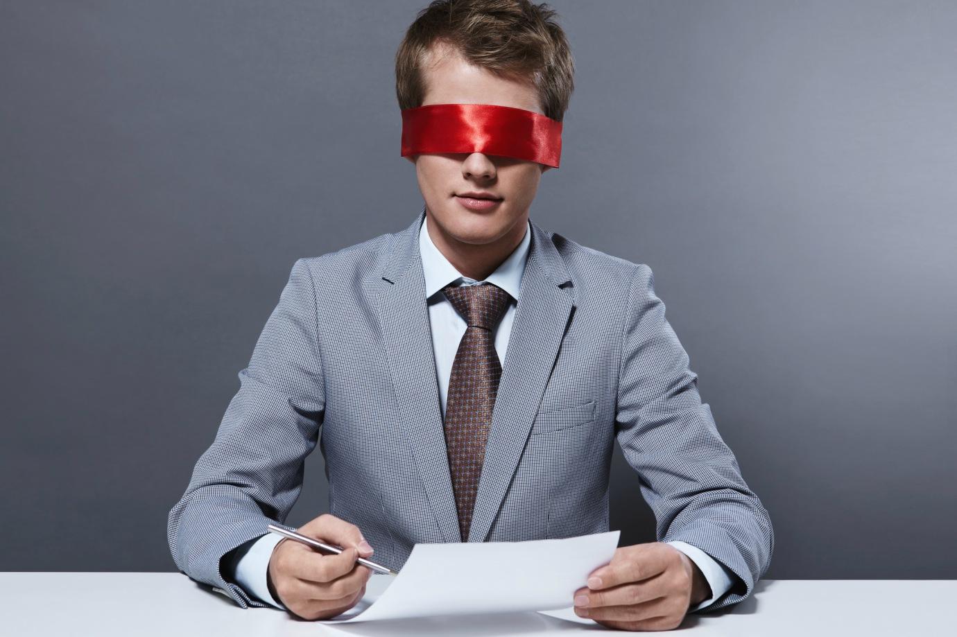 Empresas buscam evitar o preconceito na escolha de currículos