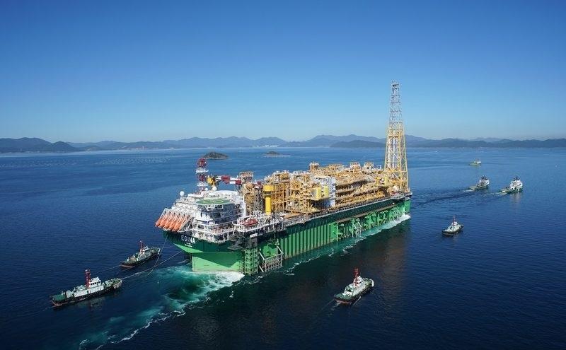 FPSO Egina navega para seu ativo offshore e produzirá para à Total