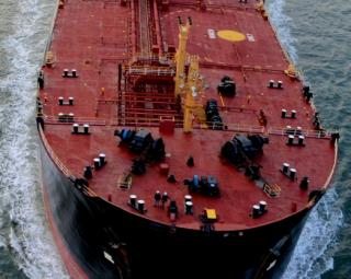 Explosão em super-petroleiro deixam feridos e 3 desaparecidos