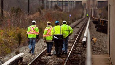 Empresa contratando 50 eletricistas para um projeto de modernização