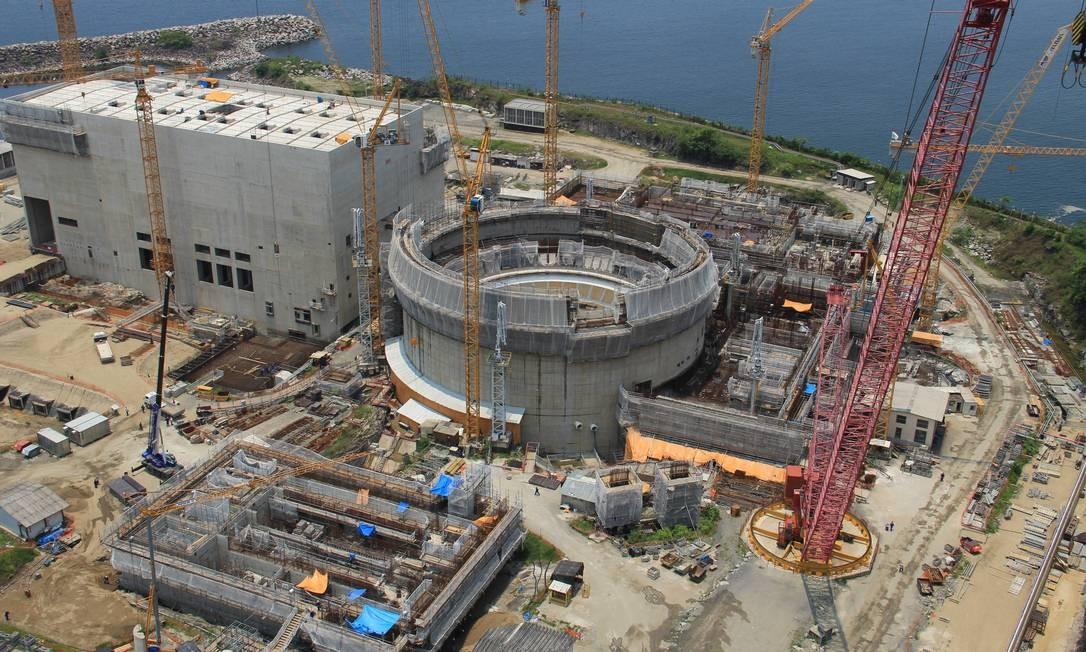 Retomada das obras da usina nuclear de Angra 3 irá refletir no bolso do consumidor.