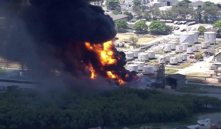 Incêndio na refinaria Manguinhos no rio