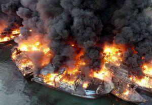Incêndio navios porto de Muara Baru indonésia
