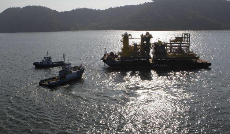 Tranship embarcação moço e marinheiro de convés