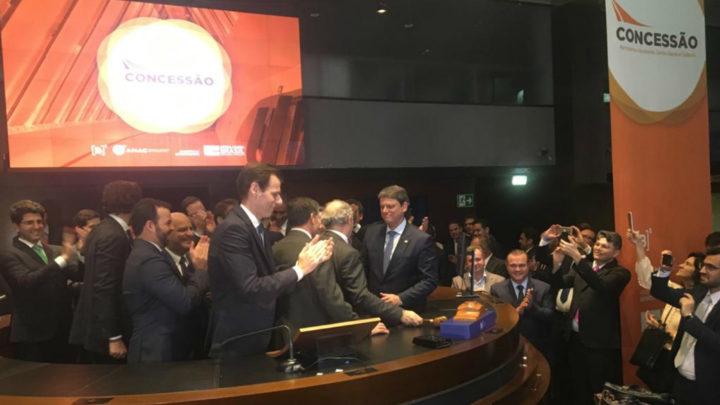 O leilão de concessão da Infraero, terminou com arrecadação de R$ 2,4 bilhões em outorga inicial