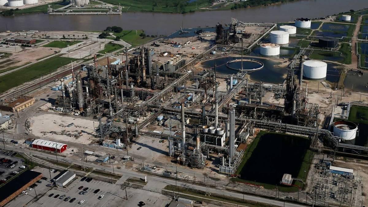 Processo de transferência da refinaria é paralisado