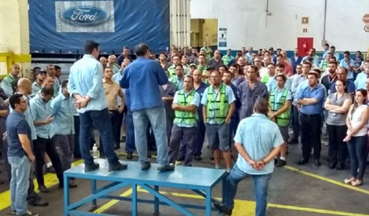 Resultado de imagem para Ford começa o mês com demissões em massa na fábrica