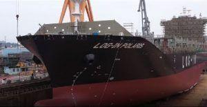 Log-In recebe navio