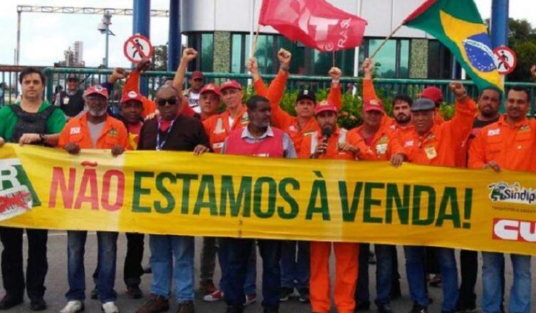 Empregados da Petrobras entram na justiça