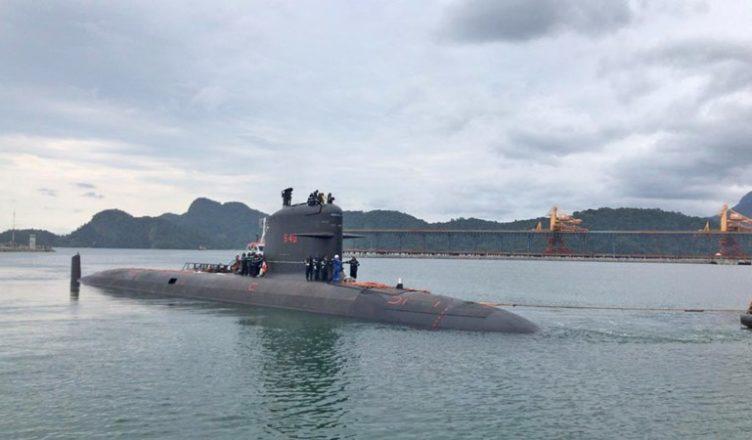 Submarino da Marinha entra em prova de mar