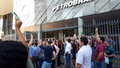 Petroleiros questionam a Petrobras
