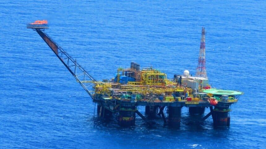 Petrobras recebe 43 multas do Ibama