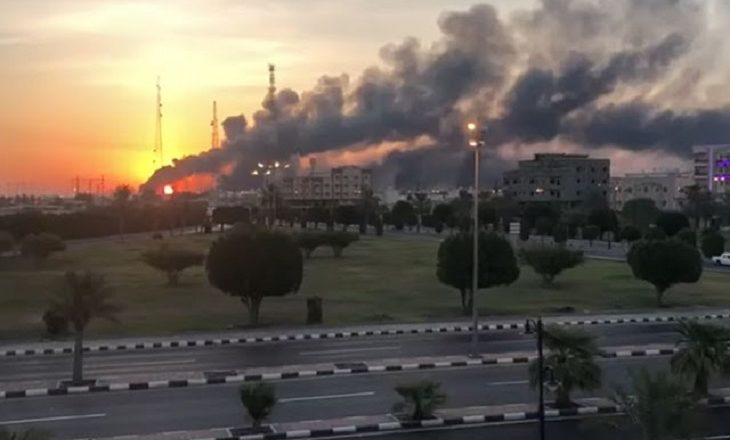 refinaria saudita é atacada por rebeldes