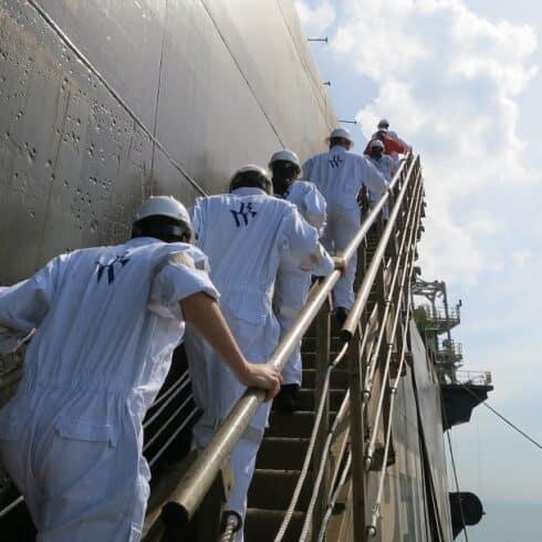 Macaé com vagas de emprego offshore navio tanque
