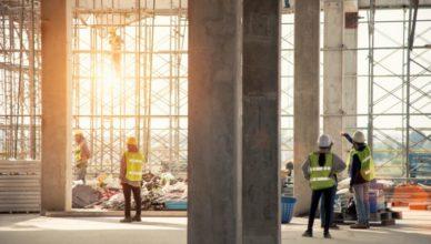 Técnico de segurança do trabalho em obra de construção civil
