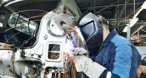 Vagas para ajudante, soldador, mecânico e mais anunciadas por multinacional fabricante de ônibus