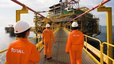 A francesa Total licenciou hoje cinco poços de petróleo na Bacia de Campos