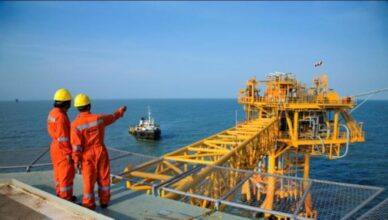 Operações offshore em Macaé são afetadas por decreto municipal que suspende atividades na cidade