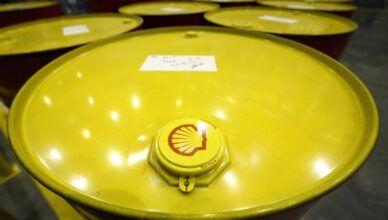 Em meio ao colapso dos custos do petróleo, Shell reduz 5 bilhões de dólares em investimentos e suspende compra de ações