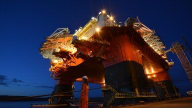 Contratos offshore da empresa global de petróleo e gás Technip demanda muitas vagas de emprego para Macaé e Rio de Janeiro