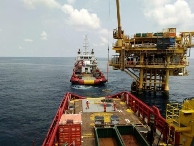 Novo contrato offshore em Macaé demanda vagas de emprego para profisisonais de ensino fundamental