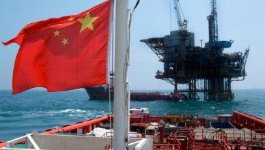 China se aproveita da queda abrupta do petróleo em 60 por cento e inicia compras de barris para garantir reservas emergenciais em meio a crise