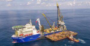Petrobras DLV-2000 Navio de lançamento McDermott