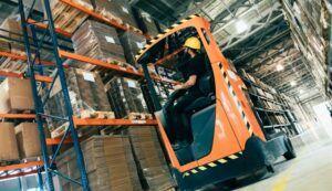 35 cargos como ajudantes, técnicos, mecânicos, rigger para vagas de emprego em empresa de logística no RJ