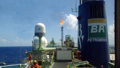 Petrobras prorroga salários e restringe produção de petróleo para 200 mil barris por dia