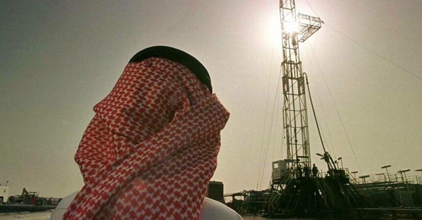 Arábia Saudita cortará produção de petróleo em mais 1 milhão barris por dia