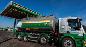 A partir de amanhã Petrobras fará reajuste de 12 por cento na gasolina