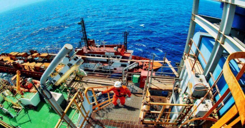 Petrobras vai transferir 937 petroleiros da Bacia de Santos para o Rio de Janeiro