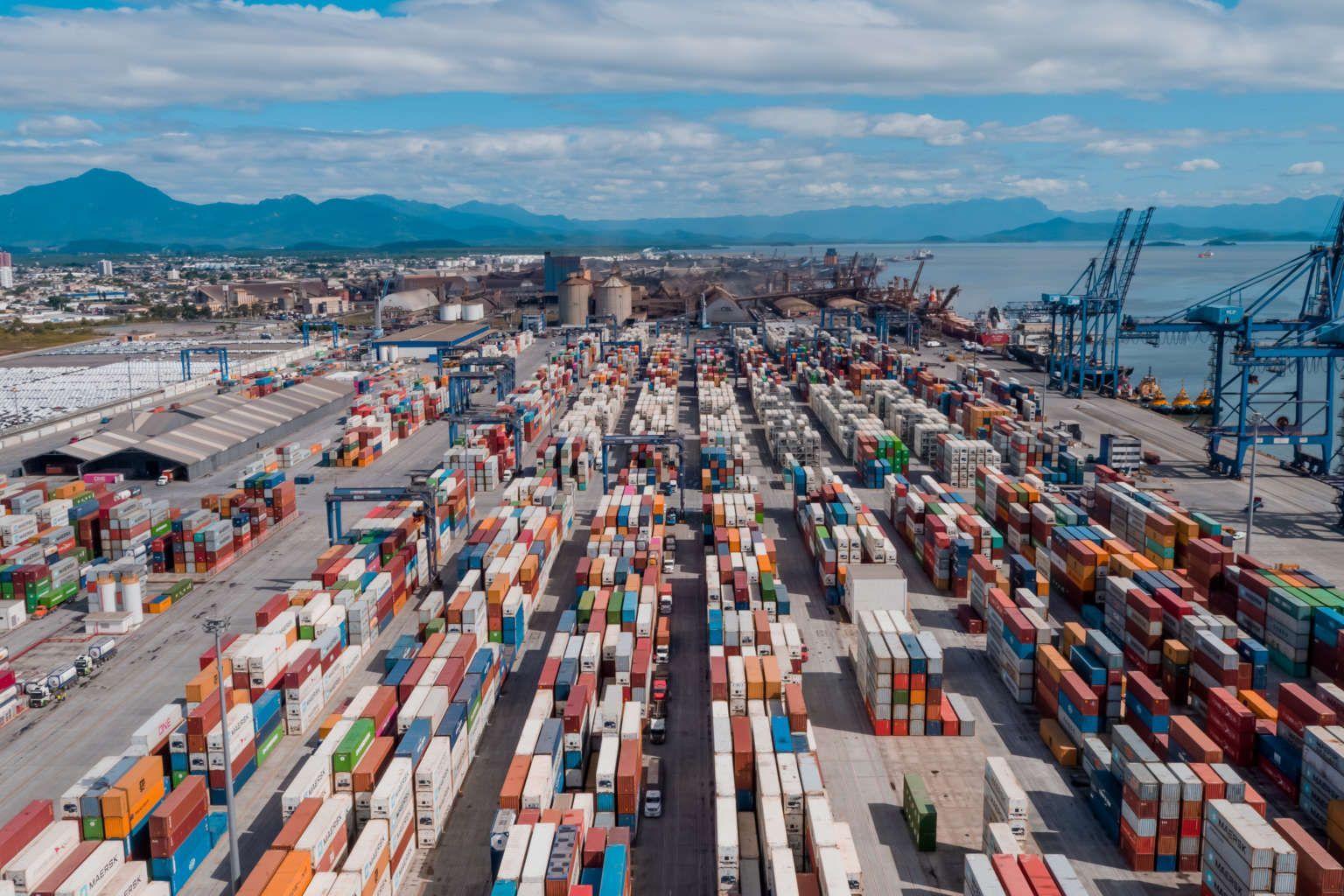 Terminal de Contêineres de Paranaguá (PR), recebe carregamento de peças que serão utilizadas na ampliação do Projeto Puma II da Klabin