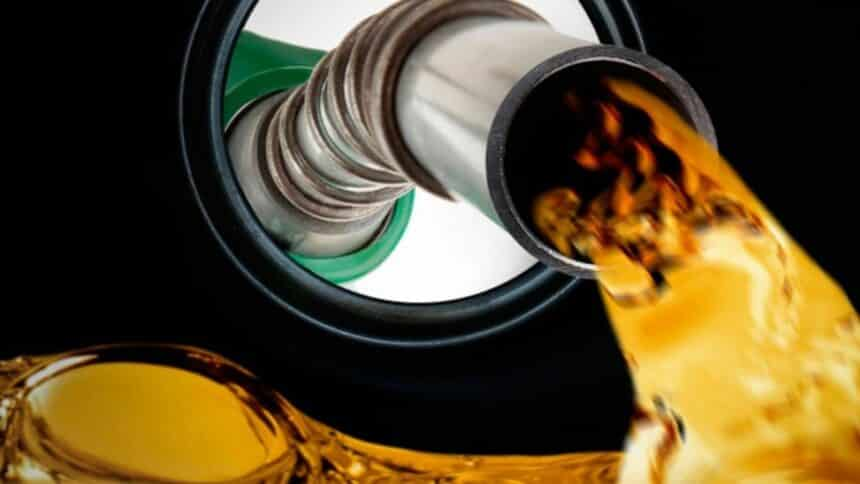 """Petrobras produzirá no mês de agosto em suas refinarias nova gasolina """"de nível europeu""""; será mais cara porém, mais eficiente"""