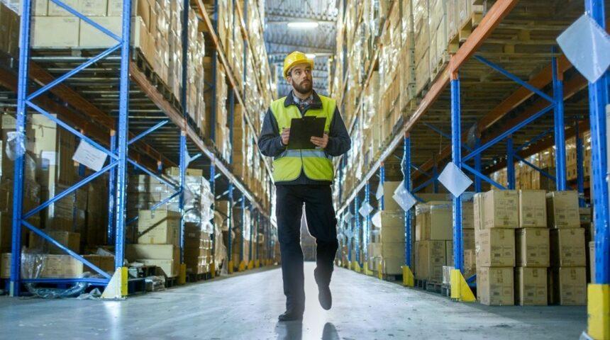 Vagas de emprego para INÍCIO IMEDIATO demandam profissionais sem experiência com ensino médio completo para setor de logística
