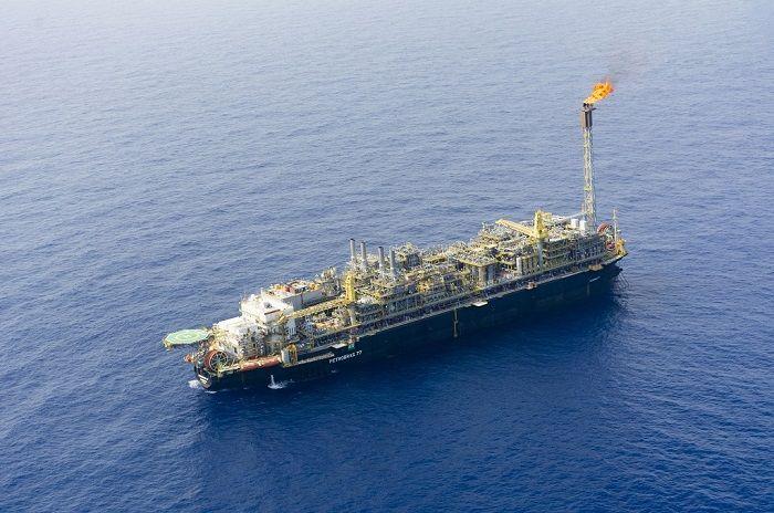 No primeiro dia do retorno as atividades na unidade P-77 da Petrobras, nova suspensão é imposta para embarques e desembarques de trabalhadores