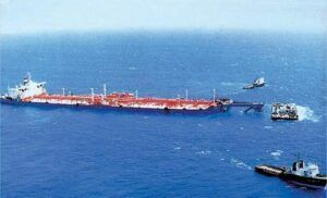 Navio sequestrado corre risco de naufragar com 1 milhão de barris de petróleo, teme ONU