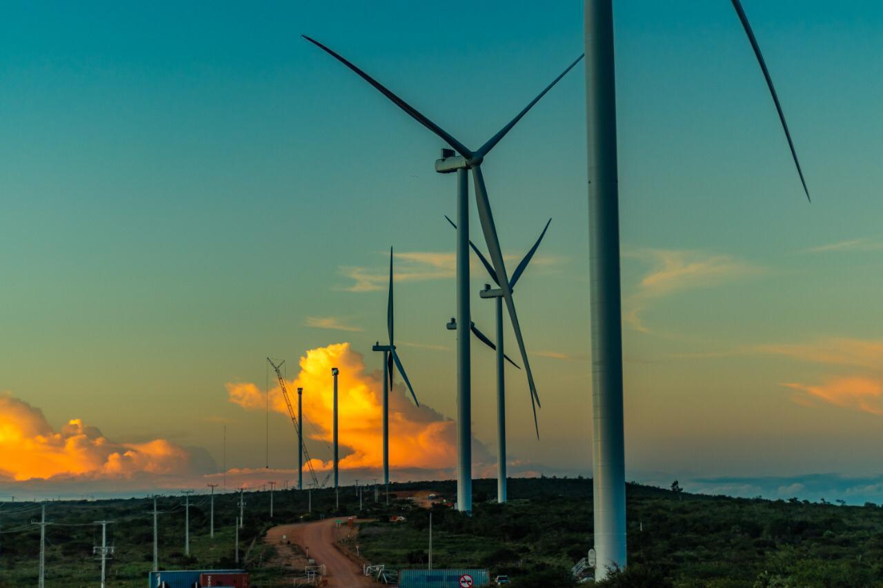 Casa dos Ventos Energias Renováveis e Grupo Moura fecham contrato para autossuficiência em energia eólica