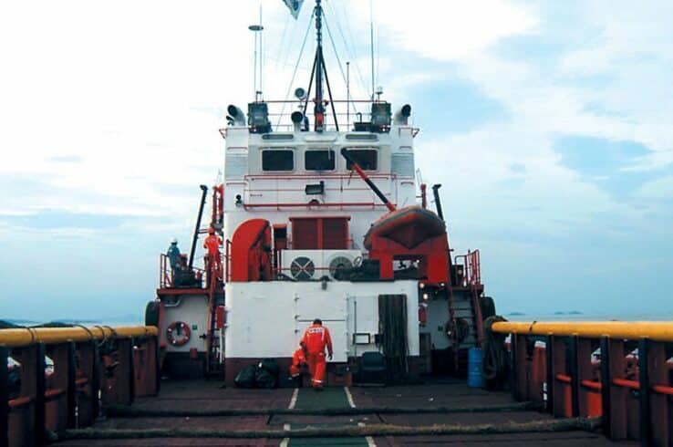 Contrato offshore na indústria do petróleo demanda vagas marítimas para trabalhar em navio petroleiro na escala 60x60, neste dia 24