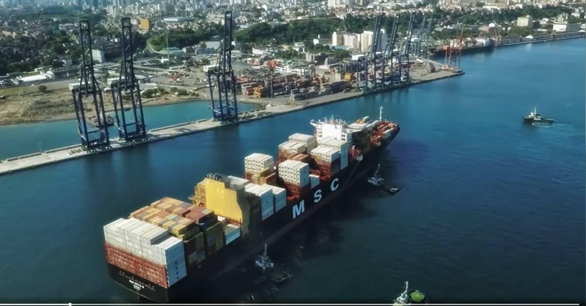 Navio porta-contêiner da maior classe disponível na América do Sul, chega ao porto Tecon Salvador