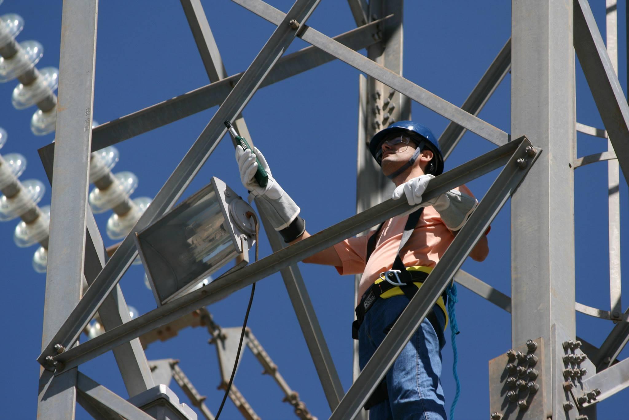 Eletricista, técnicos, engenheiros e mais são requisitados para atender demanda de vagas em manutenção pela empresa de energia elétrica Taesa