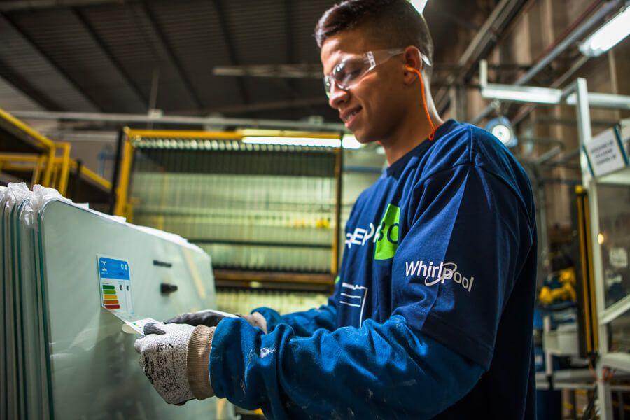 Vagas de emprego para a área de segurança do trabalho são oferecidas pela maior empresa de eletrodomésticos do mundo, a Whirlpool