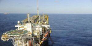Petrobras é acionada por depositar de forma irregular toneladas de equipamentos e tubulações de plataformas de petróleo na Bacia de Campos, Rio de Janeiro
