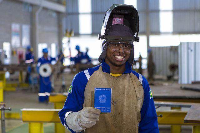 Muitas vagas de emprego nesta manhã (18/08) para atender paradas de manutenção em indústrias, no Espírito Santo